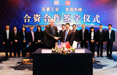 Donald Joseph, president of AAM Asia and Weimin Li, Deputy General Manager, Guangxi Automobile Group at the Liuzhou AAM Automotive Driveline System Co., Ltd. signing ceremony.