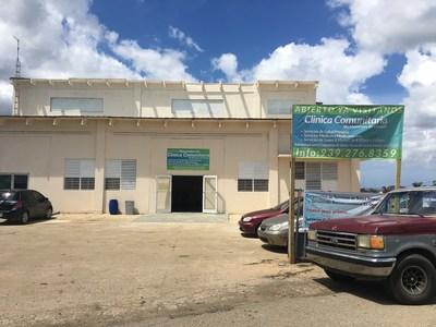 Clínica Comunitaria del barrio Mameyes en Utuado, Puerto Rico, abastecida de electricidad por sonnen y Pura Energía. (PRNewsfoto/sonnen)