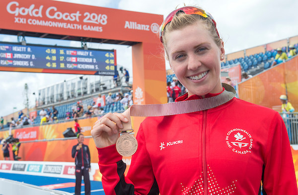 Joanna Brown captures Canada's first medal at the 2018 Commonwealth Games with an exciting come-from-behind bronze medal in triathlon. (CNW Group/Commonwealth Games Association of Canada)
