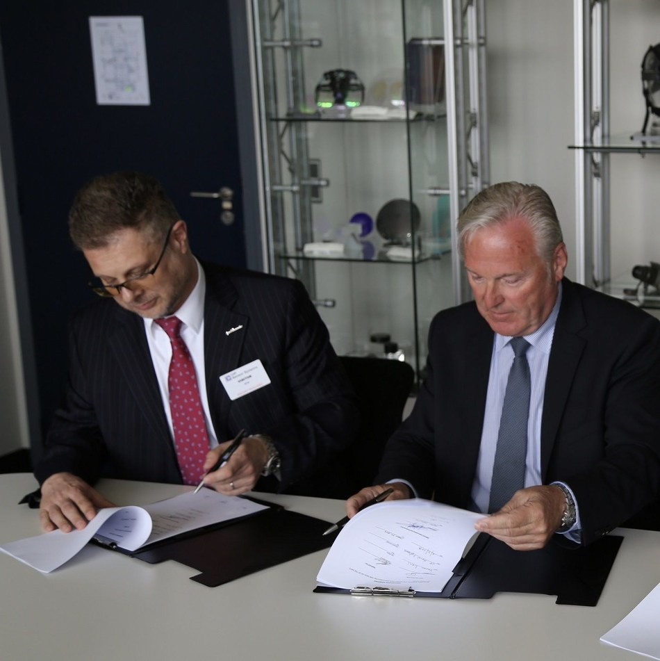 OIP CEO Freddy Versluys and Duane Fotheringham President of Hydroid (PRNewsfoto/OIP Sensor Systems)