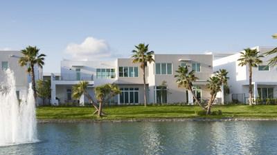 The Mansions at Doral ofrece hermosas vistas serenas con lago privado en una comunidad cerrada de solamente 59 viviendas con vigilancia las 24 horas del día.