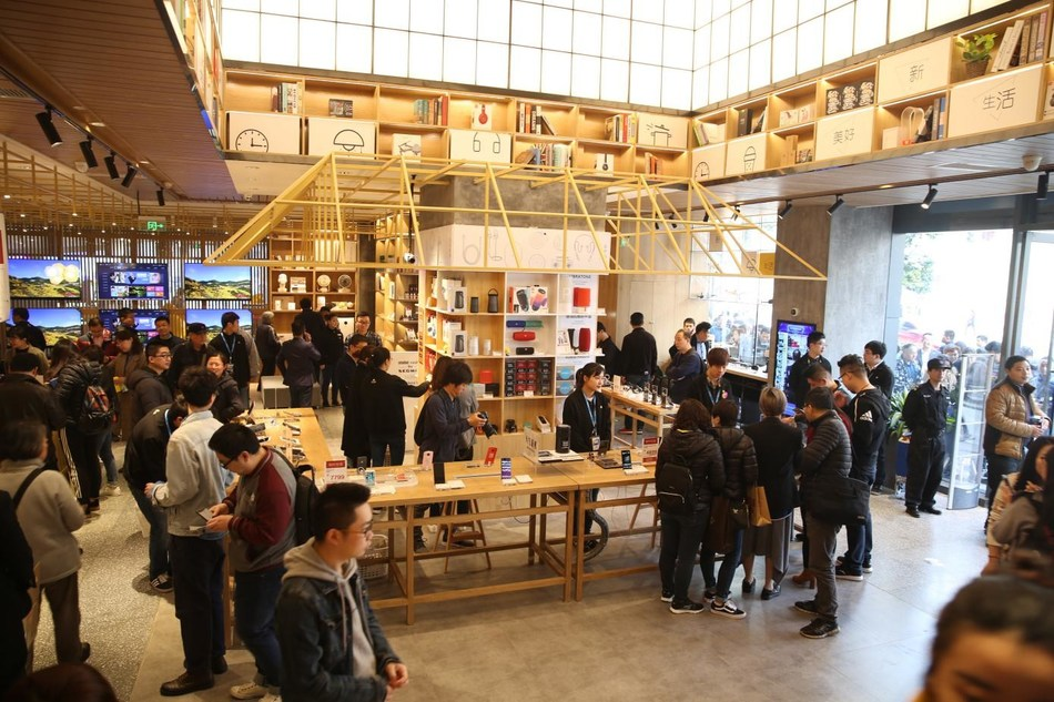 """'Ji Wu', Suning's newly opened physical store features comprehensive consumption experience and ultimate beauty of life has been embraced by the market. """"It is a good showcase of how to operate nowadays' offline retail business in a competitive e-commerce inspired scenario,"""" according to the paper"""
