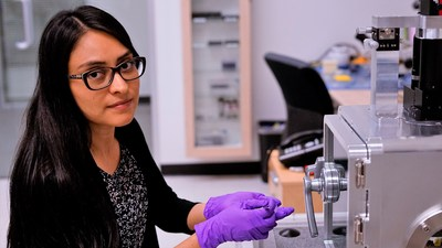 Park Mexico Application Scientist at work with Park NX-Hivac AFM at the newly opened subsidiary in Mexico, Park Systems Microscopy SA de CV.