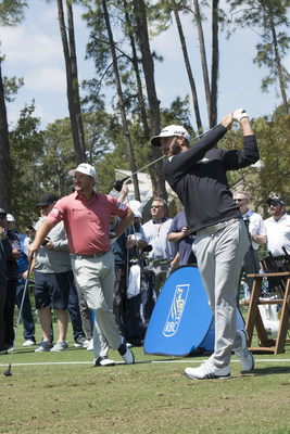 Johnson tries his hand using vintage clubs – like the ones Arnold Palmer used at the first RBC Heritage. (CNW Group/RBC)