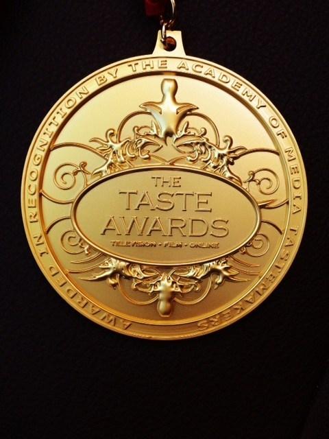 The TASTE AWARDS Mediallion (CNW Group/The Edgy Veg)