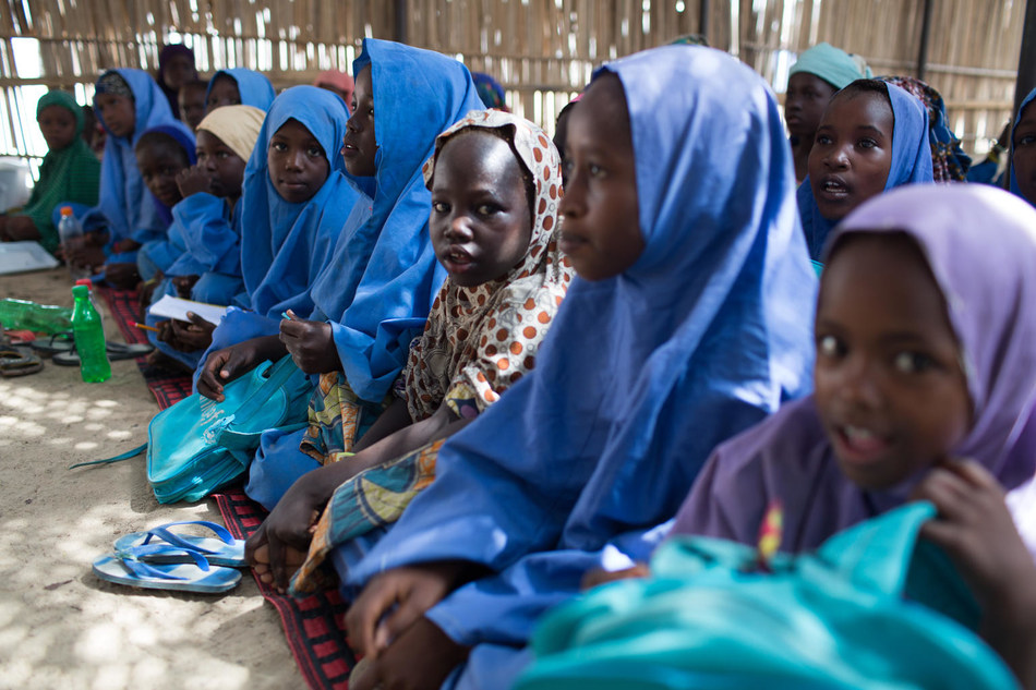 Children attend class in a temporary learning space in Muna Garage camp for internally displaced people, in Maiduguri, Nigeria, 29 September 2017. © UNICEF/UN0126508/Bindra (CNW Group/UNICEF Canada)