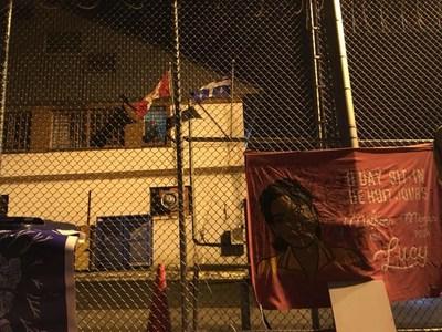 Sit In en cours au centre de détention d'immigration de Laval: Des ami.e.s et voisin.e.s protègent Lucy Francineth Granados de la déportation (Groupe CNW/Solidarité sans frontières)