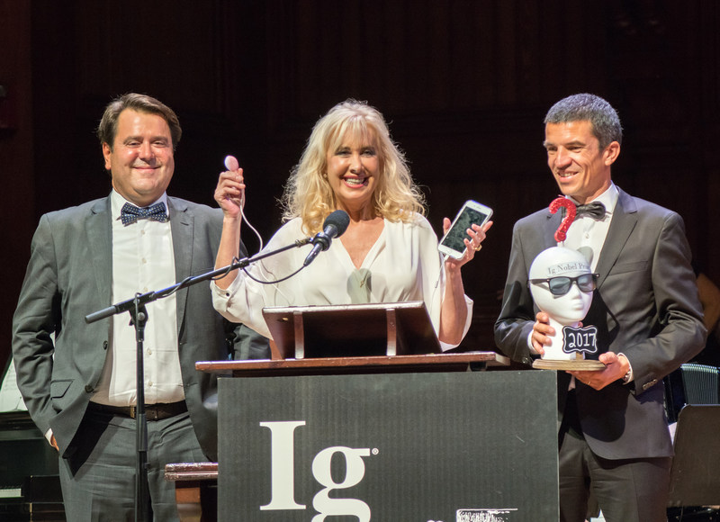 Dr. Alex Garcia-Faura, Dr. Marisa López-Teijón and Lluís Pallarès, during the Ig Nobel ceremony.