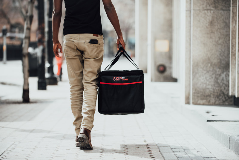 SkipTheDishes Delivers Earls Across Canada (CNW Group/SkipTheDishes)