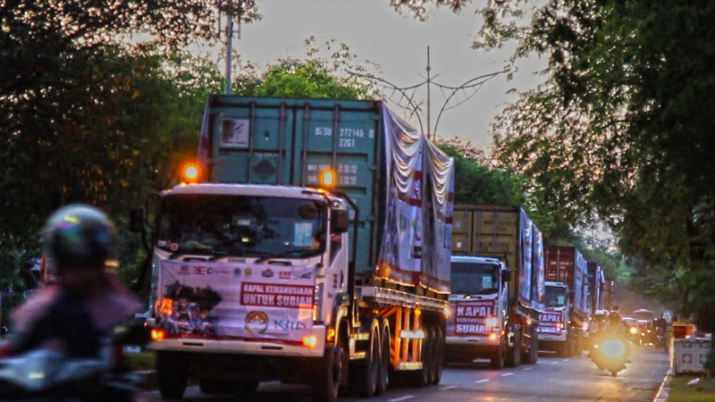 The convoy of 40 containers of emergency aid bound for Belawan port, Medan