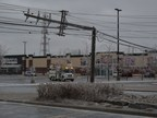 Broken pole in Ottawa, April 16, 2018. (CNW Group/Hydro Ottawa Holding Inc.)