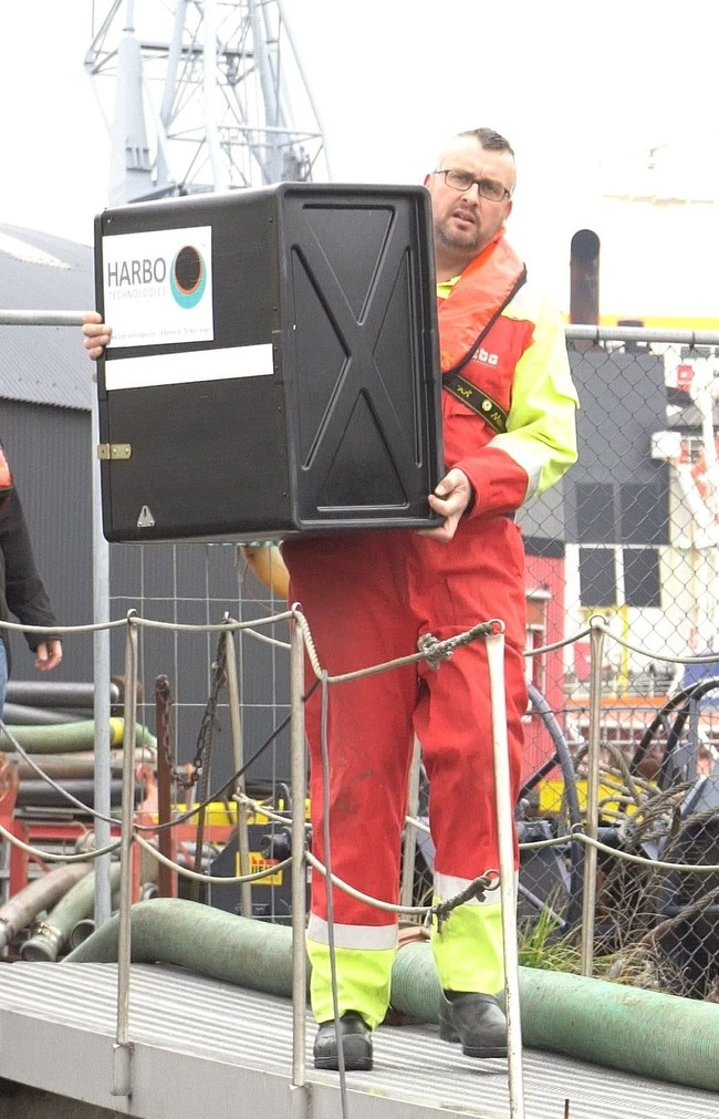 Oil spill responder carrying a 25m T-Fence™ cartridge