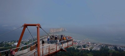Amazing view of the suspended glass platform and the Percé Rock. (CNW Group/Geoparc Mondial Unesco de ...