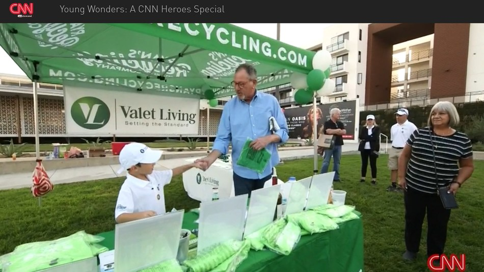 CNN Young Hero, Ryan Hickman, educating multifamily residents on the importance of recycling at a Valet Living event! (PRNewsfoto/Valet Living)