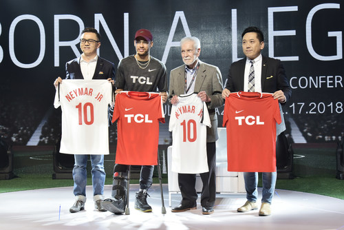 Neymar Jr. was officially welcomed as Global Brand Ambassador of TCL and presented with a Chinese chop by the TCL team. In exchange, his autographed football shirt was presented to Kevin Wang, Senior Vice President of TCL Corporation and CEO of TCL Multimedia, Xiaoguang Zhang, General Manager of Brand Management Center of TCL Corporation and Ricardo Freitas, CEO of SEMP TCL.