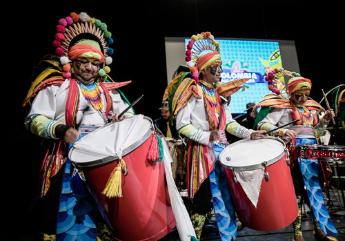 Colombian artists, including the Carnival from Pasto, got the party started at the Lincoln Theater with their music filled with tropical and Andean rhythms.