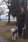 Michèle Flannery, conseillère du district Fort-Rolland, avec son chien Boomer. (Groupe CNW/Ville de Montréal - Arrondissement de Lachine)