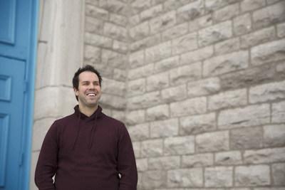 """On peut changer le cancer : En tant que père de trois enfants, je vois les enfants qui luttent contre le cancer comme des héros. J'ai participé à vélo au Tour CIBC Charles-Bruneau de quatre jours, encouragé par une fillette de sept ans luttant contre la leucémie,"""" Yan Morneau, spécialiste en services financiers et en retraite, champion Un pour tous, Rive-Sud de Montréal, Banque CIBC (Groupe CNW/Banque CIBC)"""