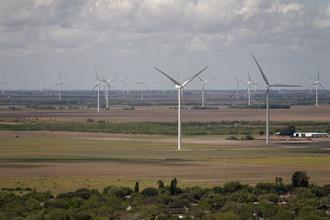 E.ON celebrates grand opening of Bruenning's Breeze wind farm