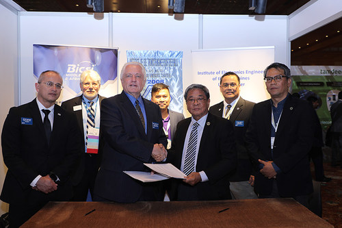 Pictured, left to right: Jeffrey Beavers, RCDD, OSP, CFHP, BICSI President; Paul Weintraub, RCDD, ESS, RTPM, TECH, CAE, BICSI Vice President of Global Development & Support; John D. Clark, Jr., CAE, BICSI Executive Director & Chief Executive Officer; Louie Mel Maliksi, PECE, IECEP – UAE Chapter President; Romulo R Agatep, PECE, APEC/ASEAN Engineer - IECEP Foundation President; Anthony I. Madroño, RCDD, DCDC, HP-HIS, CAP-RS, REE, MBA, BICSI Country Chair - Philippines; Ornan S. Vicente, PECE, ASE