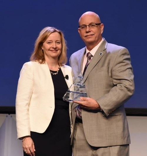 Shannon Urban, Chairman of The Institute of Internal Auditors (IIA) North American Board of Directors, and Larry Harrington, Vice President of Internal Audit, Raytheon Company