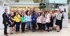 Les 16 participantes de La Beauté pour une vie meilleure 2018 et les équipes de L'Oréal Canada, le Centre des femmes de Montréal, la Fondation Y des femmes de Montréal et Dannyco Professionnel. (Groupe CNW/L'Oréal Canada Inc.)