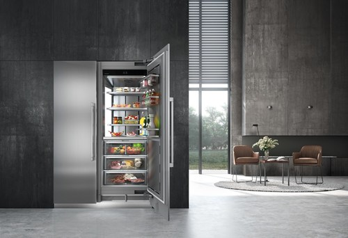 Monolith, an impressive 84-inches from top to bottom, features superior energy efficiency, whisper quiet operation, new food-saving advancements and a sleek design to integrate seamlessly into the kitchen.