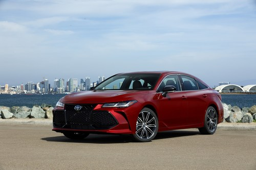 With its all-new TNGA platform, standard Toyota Safety Sense P, and available Adaptive Variable Suspension and 1200-watt JBL audio system, the all-new 2019 Avalon is simultaneously stylish, sporty, and tech-savvy.