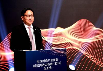 Tong Jisheng, President of Orient International (Holding) Co., Ltd., makes a speech