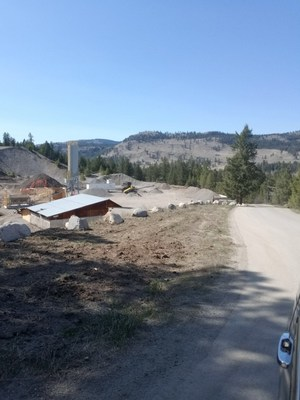 Current construction below the bank (CNW Group/SpeakEasy Cannabis Club Ltd.)
