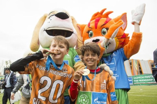 Football for Friendship Young Ambassadors (PRNewsfoto/Gazprom Football for Friendship)