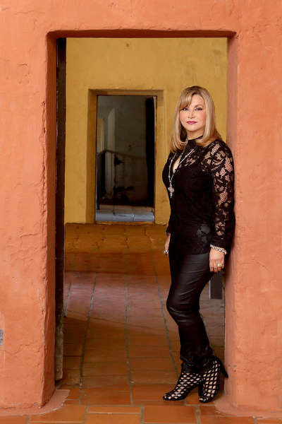 La galardonada autora Cecilia Velástegui, finalista en los premios INDIES de Foreword Reviews, por la novela LUCÍA ZÁRATE: The Odyssey of the World's Smallest Woman (PRNewsfoto/Libros Publishing)