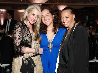Cofundadora de Glasswing, Celina de Sola, con la empresaria y pionera en comercio electrónico Carmen Busquets y la diseñadora de modas Donna Karan. (PRNewsfoto/Glasswing International)