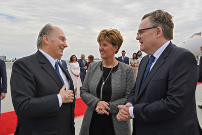 The Honourable Marie-Claude Bibeau, Minister of International Development and La Francophonie together with Ambassador Marc-André Blanchard, the Permanent Representative of Canada to the United Nations, welcoming His Highness the Aga Khan to Canada on the occasion of his Diamond Jubilee. (AKDN/ Zahur Ramji) (CNW Group/Ismaili Council for Canada)