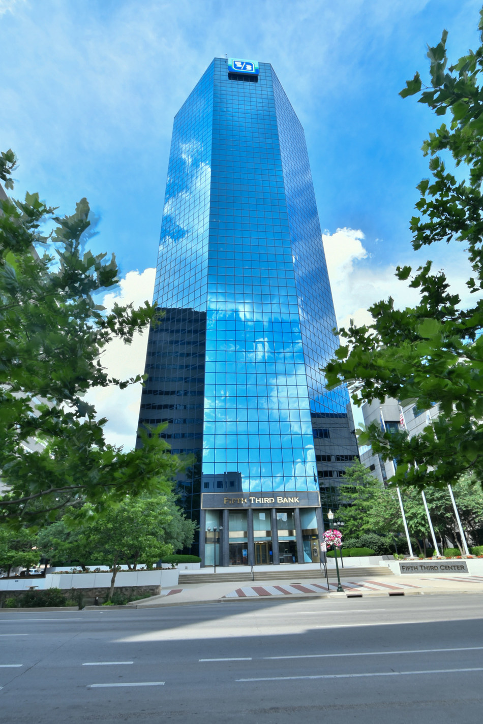 EnerBlu completes relocation of corporate headquarters to the 21st floor of the Lexington Financial Center in Lexington, Kentucky.
