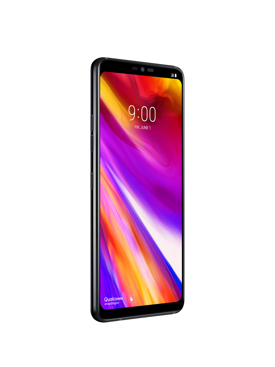 The LG G7 ThinQ has been upgraded with an 8MP camera up front and 16MP lenses on the back in both standard and Super Wide Angle configurations for higher resolution photos with more details. (CNW Group/LG Electronics Canada)