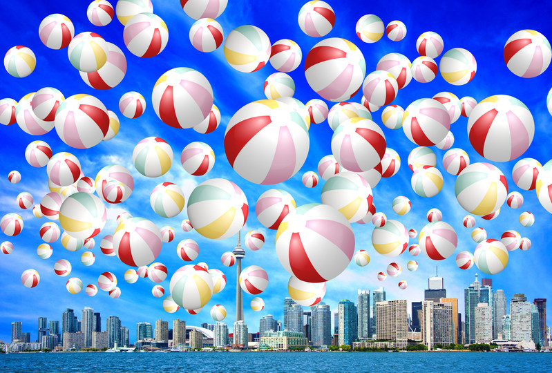 The Redpath Waterfront Festival, presented by Billy Bishop Airport, will be bringing a giant beach ball installation to Toronto's waterfront. (CNW Group/Water's Edge Festivals & Events)