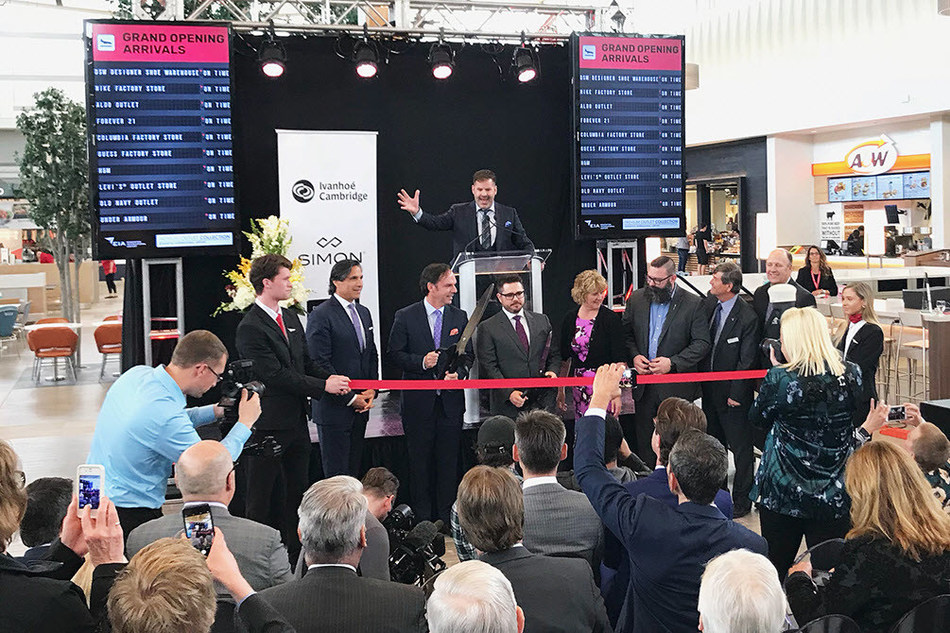 Premium Outlet Collection Edmonton International Airport grand opening ceremony. From left to right: Setphen Yalof, Chief Executive Officer of Premium Outlets, Simon; Claude Sirois, President, Retail, Ivanhoé Cambridge; Jason Bos, General Manager, Premium Outlet Collection EIA, Tanni Doblanko, Mayor of Leduc County, Honourable Shaye Anderson, Alberta Minister of Municipal Affairs, Tom Ruth, President and CEO EIA and Bob Young, Mayor of the City of Leduc (CNW Group/Ivanhoé Cambridge)