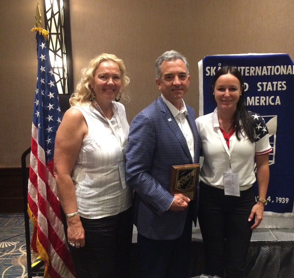 Skal International President Susanna Saari (L) and Skal International USA President Burcin Turkkan (R) and congratulate Brand USA President Christopher Thompson (C) on his recognition upon receiving the first SKAL International USA National Tourism Leadership Award.
