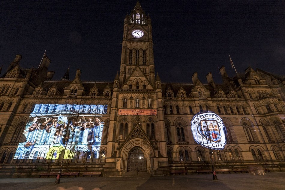Full squad: Manchester Town Hall, UK (PRNewsfoto/Manchester City)