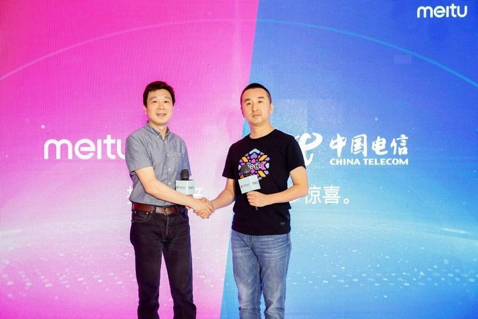 Chen Li, Deputy General Manager of Tianyi Telecom Terminals Co. Ltd (left) and Yi Wei, Senior Vice President of Meitu (right)