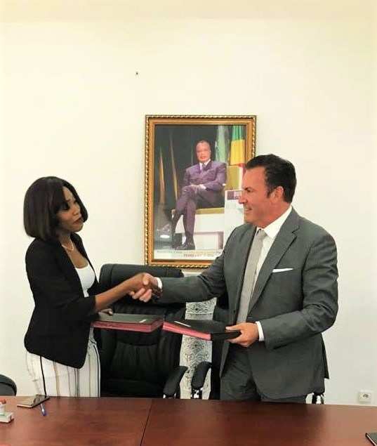 Director General of Ngalipomi Group, Juvely Ock, shakes hands with African Palm Corp. President and CEO, Oscar A. Faria.