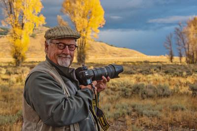 Thomas D. Mangelsen in the field.