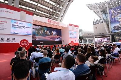"""La promoción de marketing global """"Comercie con Qingdao, la capital de las marcas comerciales"""" (PRNewsfoto/Qingdao Bureau of Commerce)"""