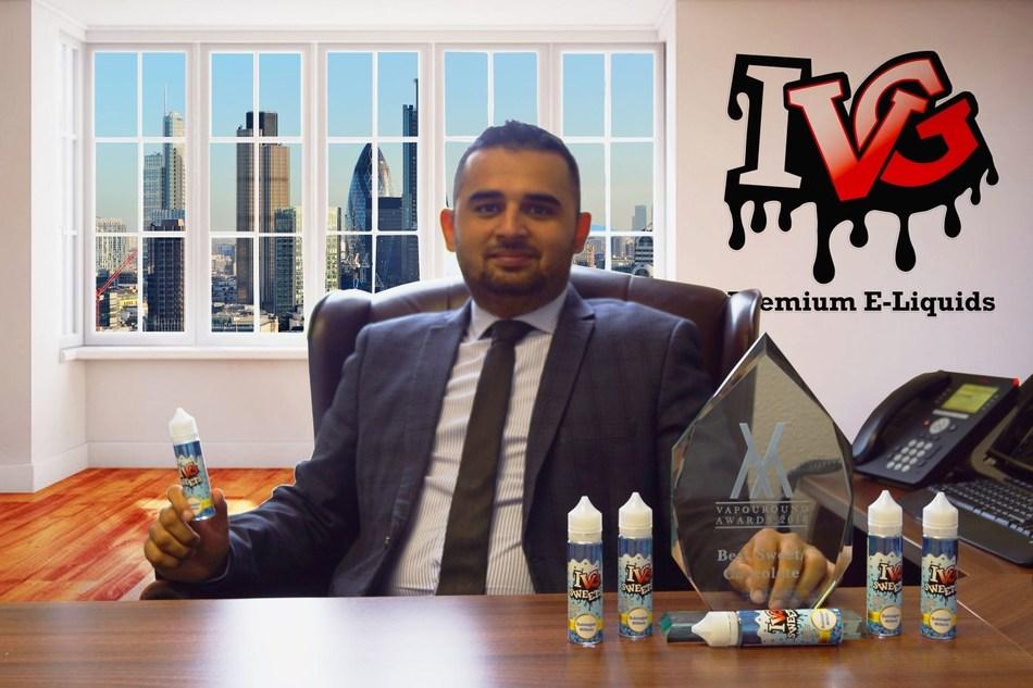 CEO of I VG Premium E-Liquids with the Best Sweet of the Year Award (PRNewsfoto/I VG Premium E-Liquids)
