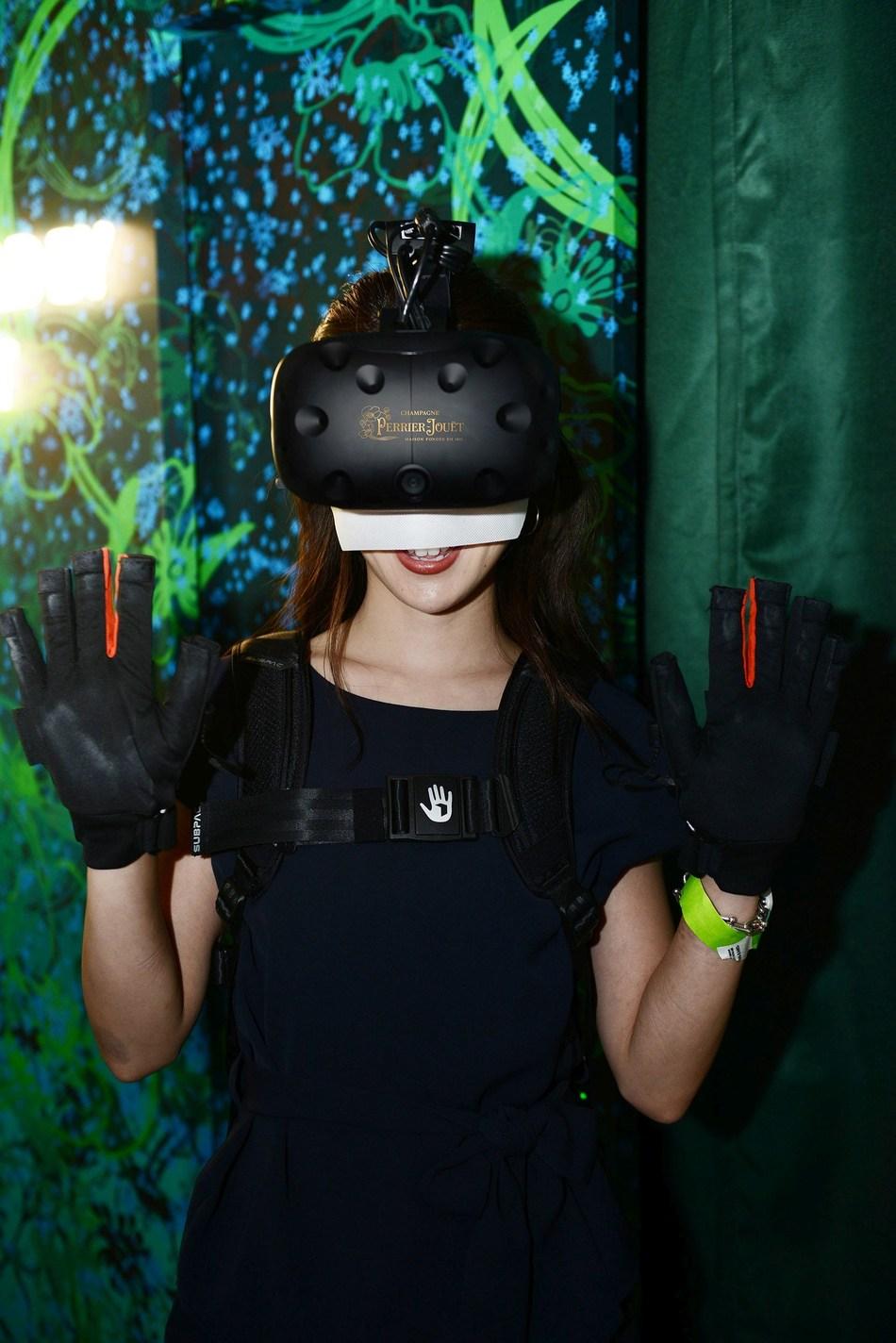 VR experience at Eden by Perrier-Jouët in Tokyo (PRNewsfoto/Maison Perrier Jouët)