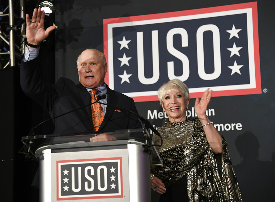 The Salute to Military Spouses campaign kicked off Thursday night at USO of Metropolitan Washington-Baltimore's 36th Annual Awards Dinner, emceed by Elaine Rogers, president and CEO of USO-Metro, and football legend Terry Bradshaw at the Omni Shoreham Hotel in Washington, D.C.