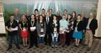 Les récipiendaires des bourses d'excellence du CIFQ (Groupe CNW/Conseil de l'industrie forestière du Québec)