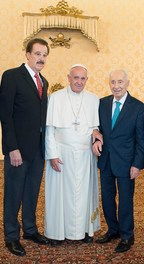 Mike Evans and Shimon Peres with Pope Francis