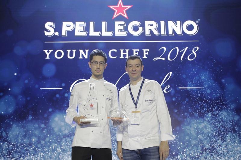 S.Pellegrino Young Chef 2018 winner, Japan's Yasuhiro Fujio with his mentor chef, Luca Fantin (CNW Group/S. Pellegrino)